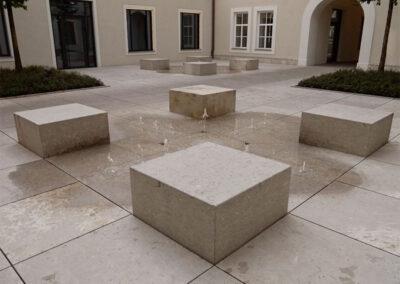 Sitz- und Einfassungssteine